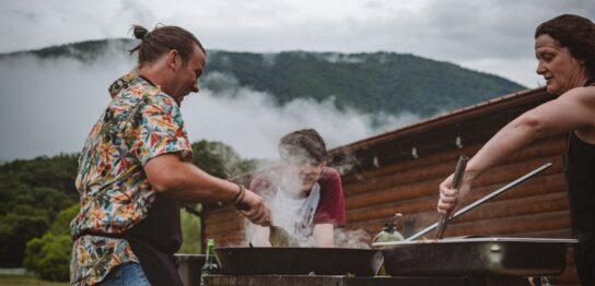家族で行くBBQ場おすすめ3選|BBQを倍楽しむための持ち物・食べ物も紹介